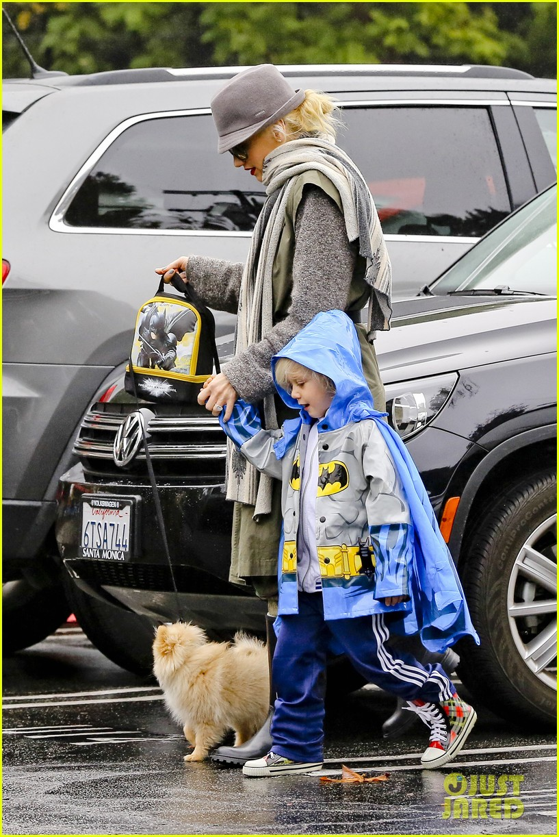 gwen stefani rainy family day 26