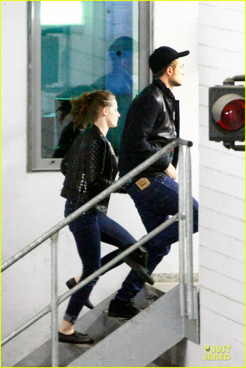 kristen stewart robert pattinson bowling date with taylor lautner 04