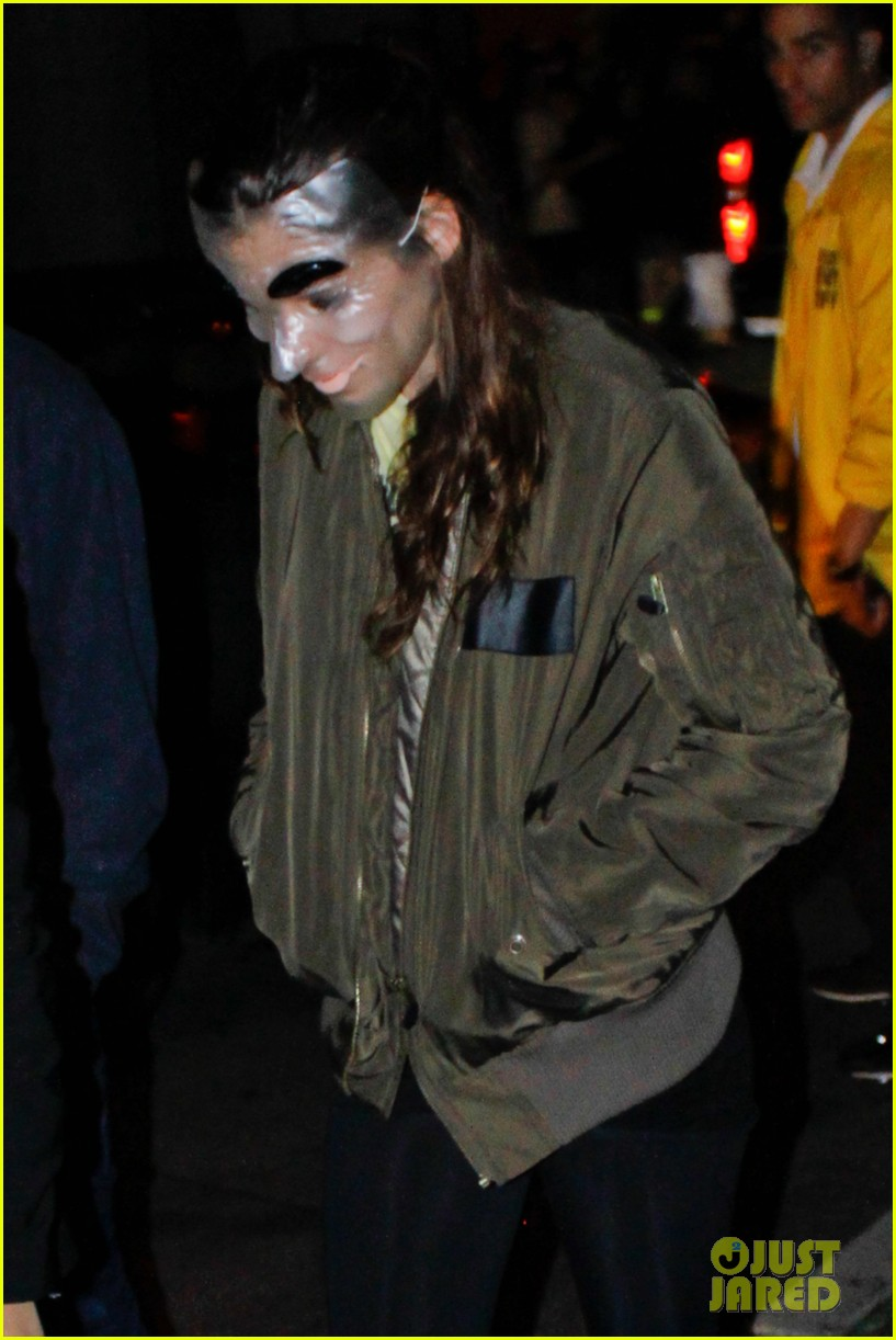 kristen stewart robert pattinson halloween party pair 08