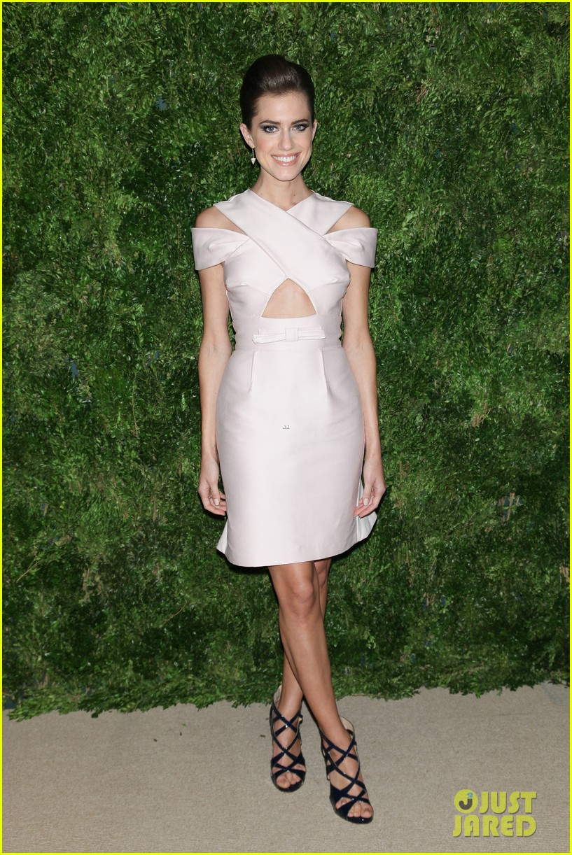 emma stone allison williams cfda vogue fashion fund awards 2012 05
