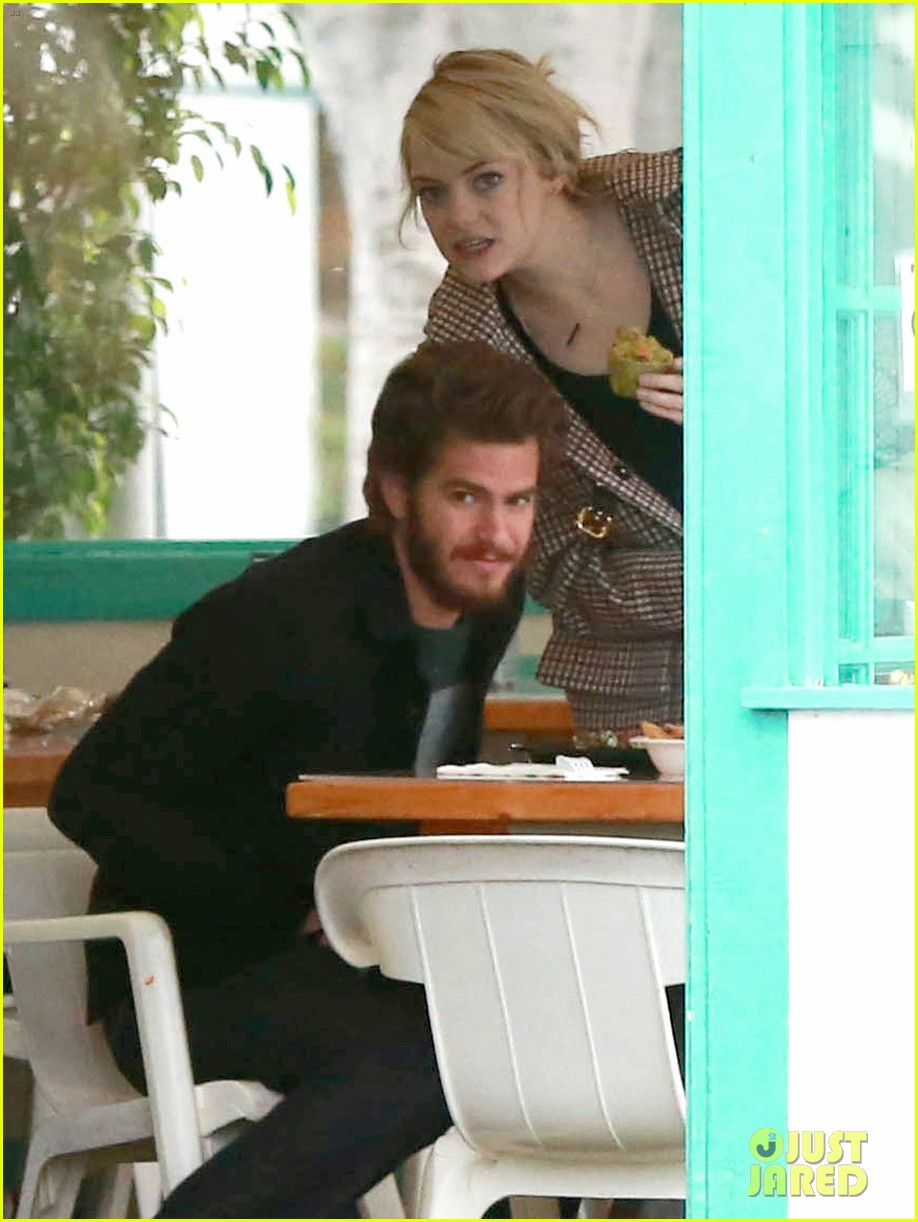 emma stone andrew garfield funny faces at photogs 03