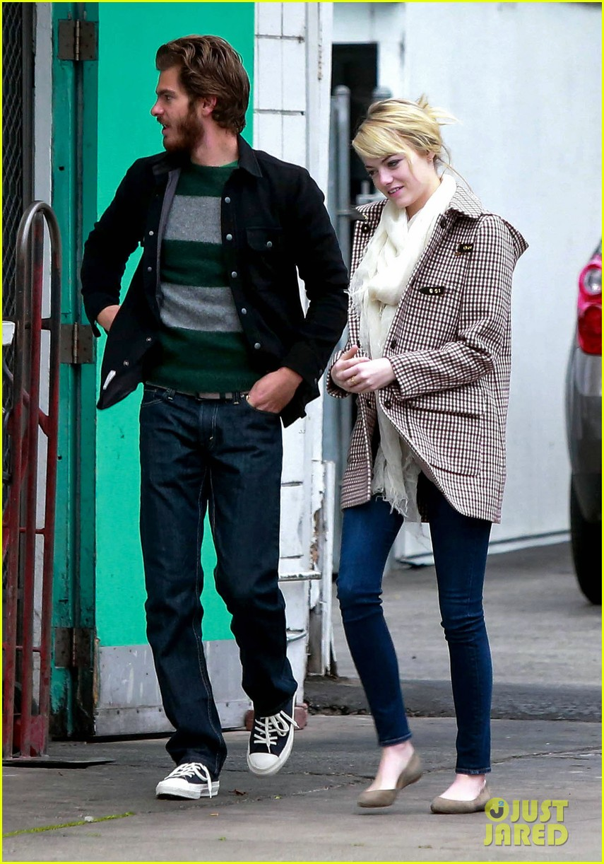 emma stone andrew garfield funny faces at photogs 07