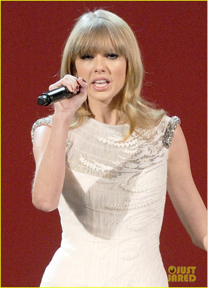 taylor swift i knew you were trouble at amas watch now 04