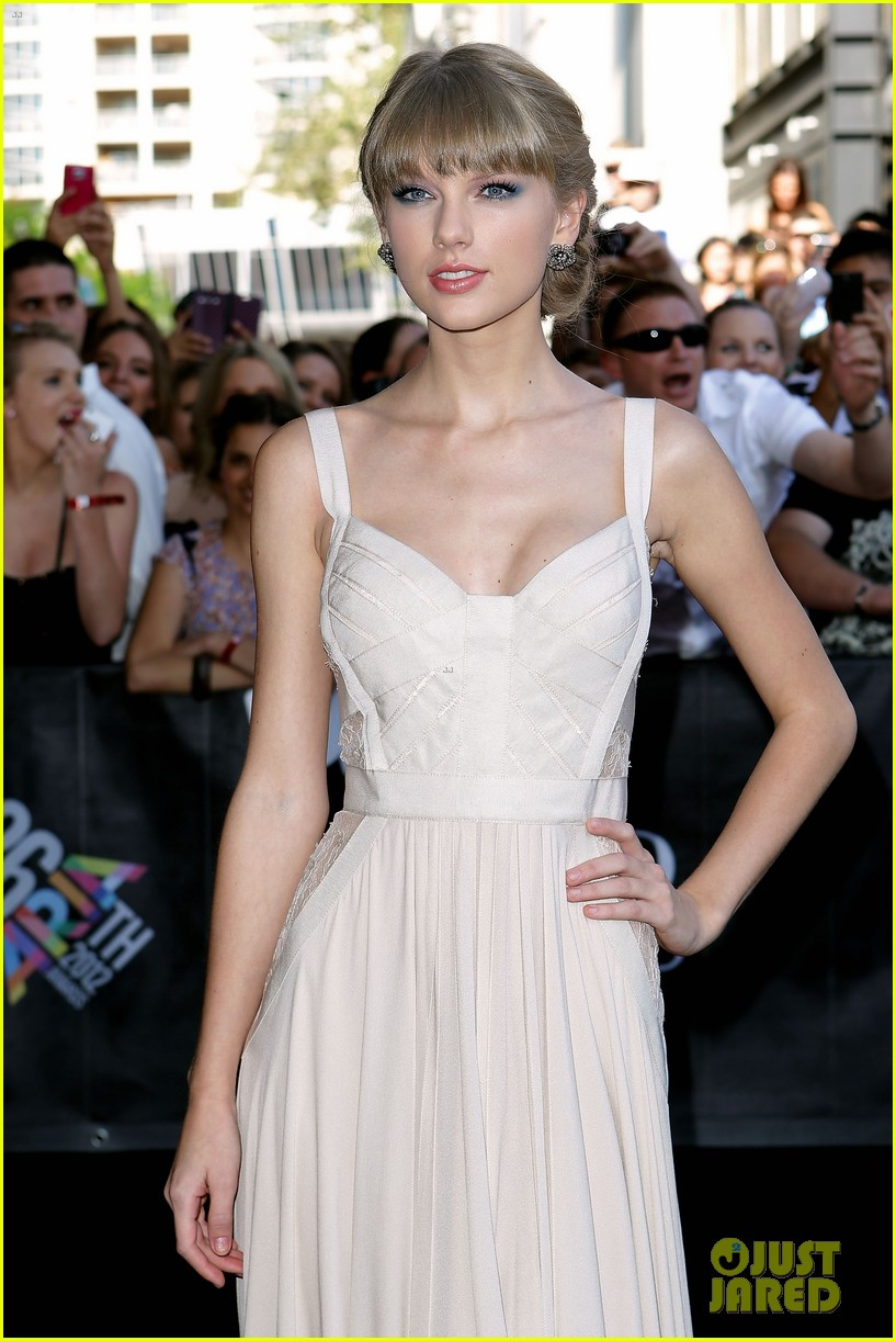 taylor swift aria awards 2012 red carpet 172765922