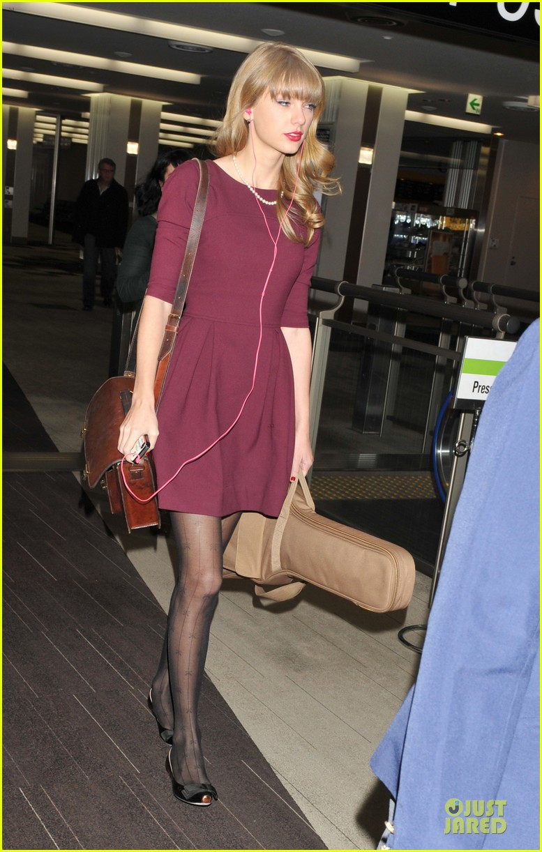 taylor swift were off to australia 01