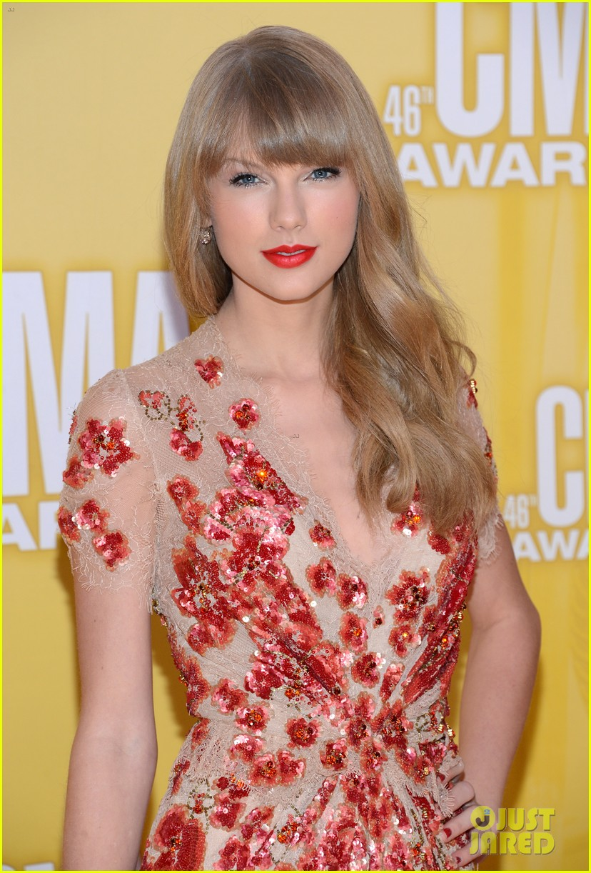 taylor swift cma 2012 red carpet 012749543