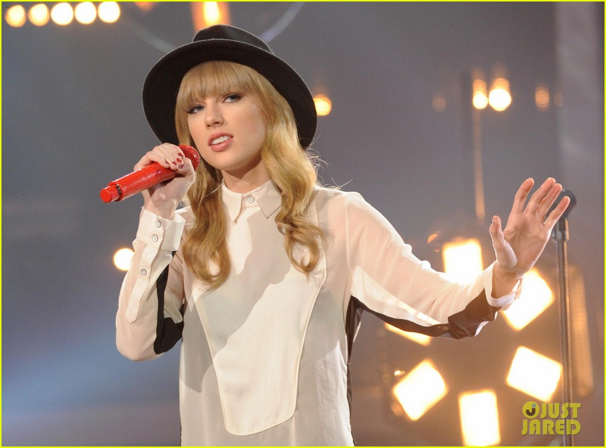 taylor swift hangs with harry styles at x factor rehearsals 03