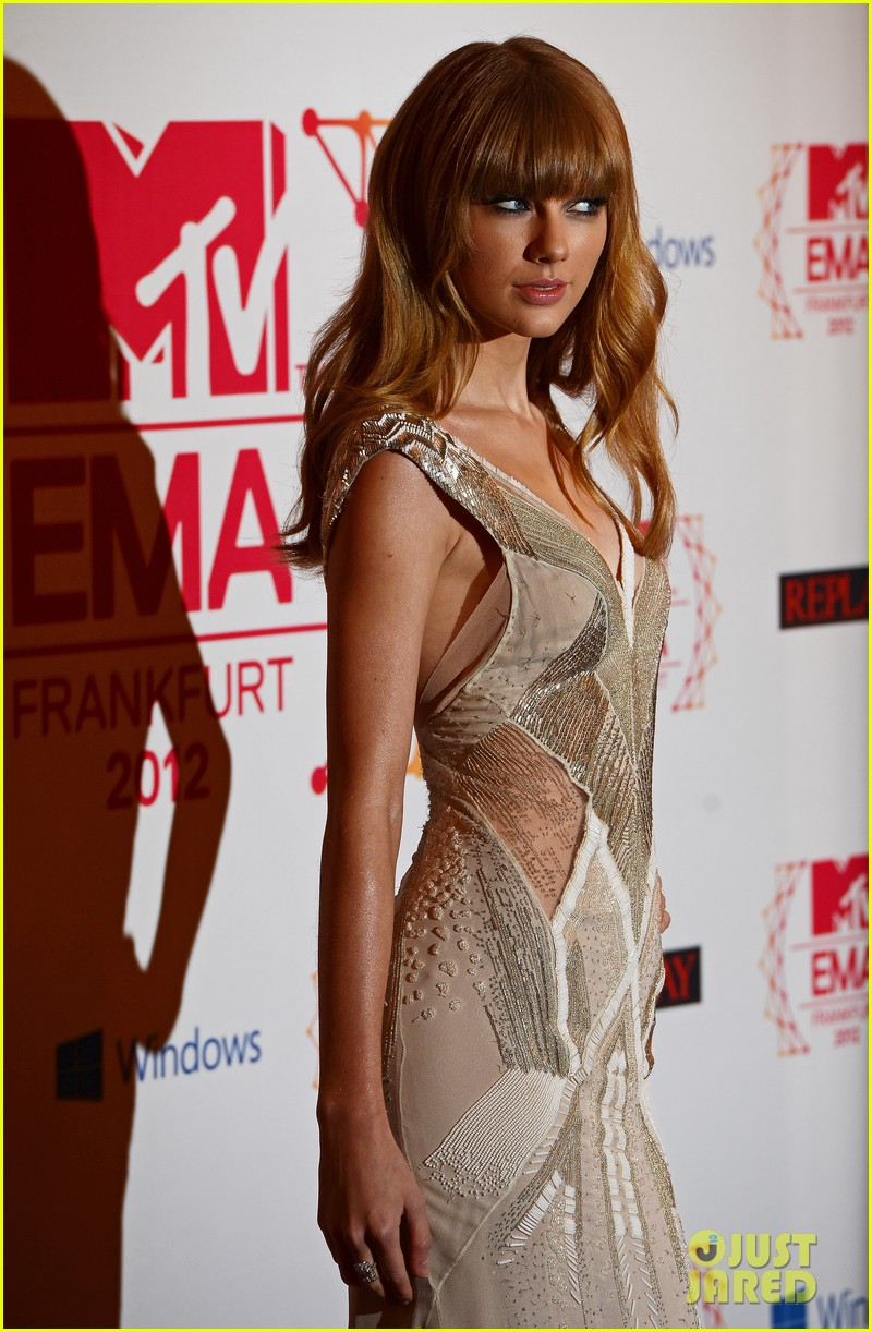 taylor swift lana del rey mtv emas 2012 red carpet 02