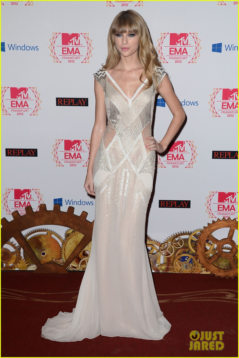 taylor swift lana del rey mtv emas 2012 red carpet 11