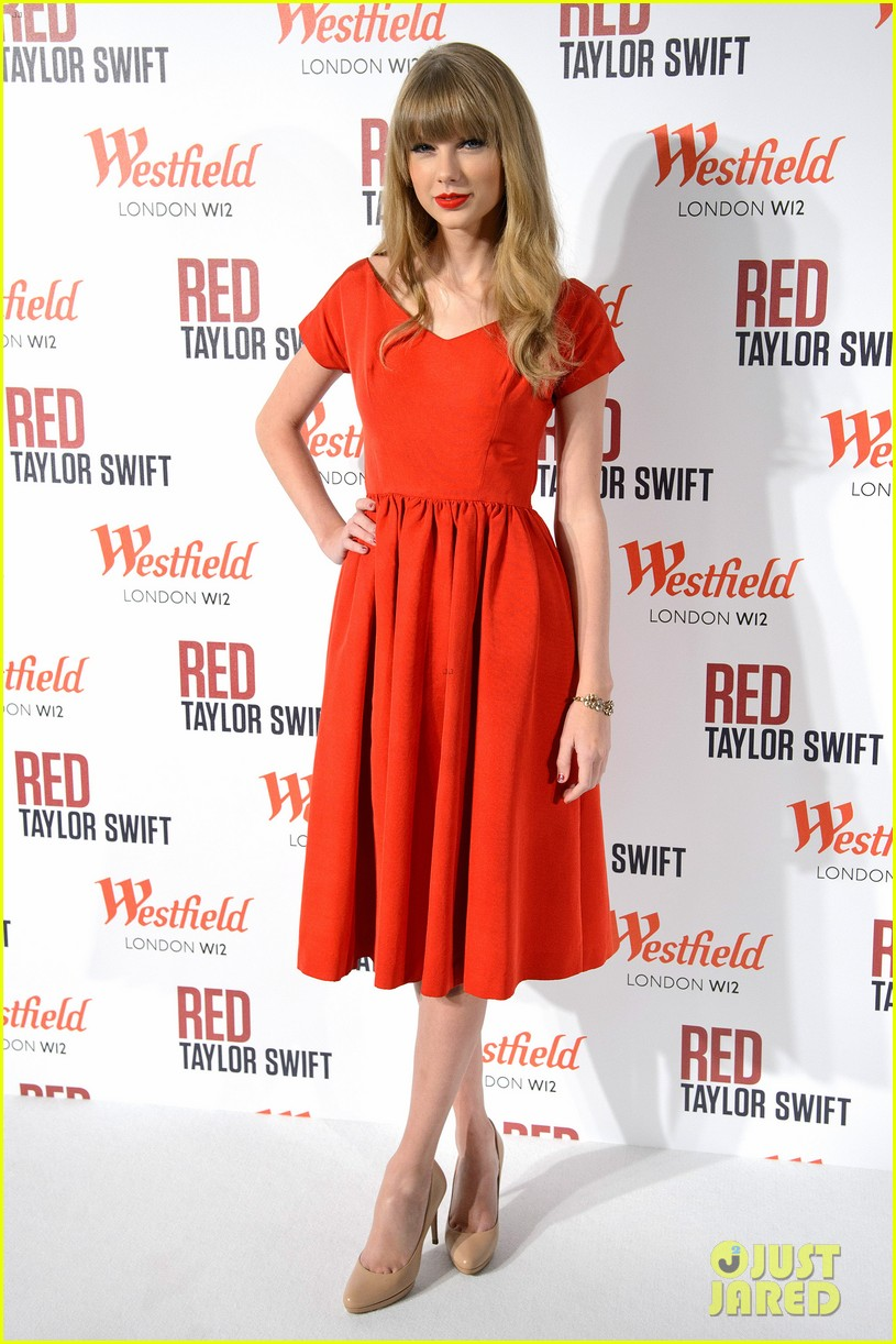 taylor swift westfield london christmas lights ceremony 11
