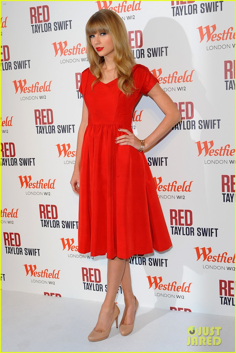 taylor swift westfield london christmas lights ceremony 17