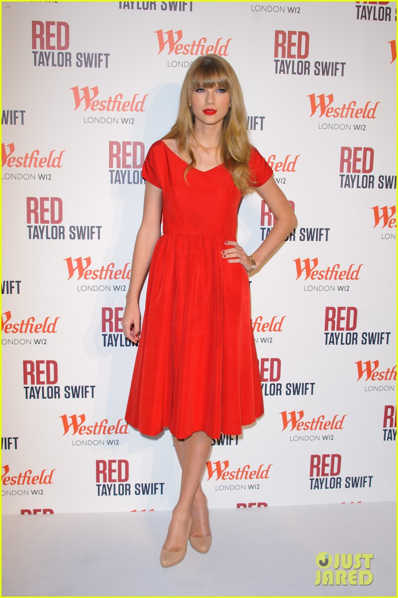 taylor swift westfield london christmas lights ceremony 18
