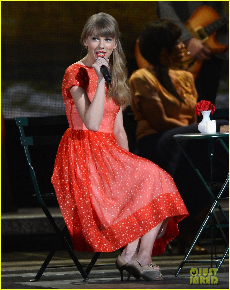 taylor swift live performance cmas 01