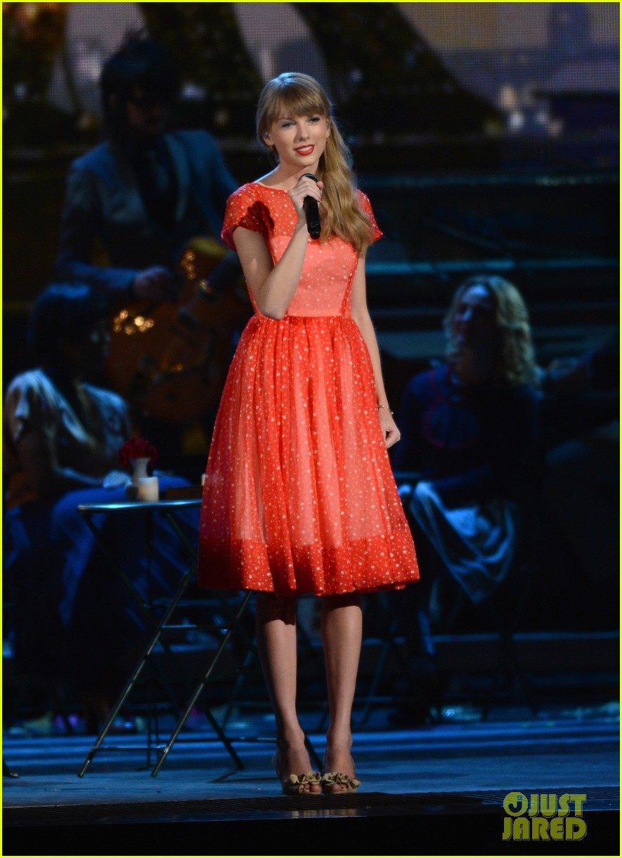 taylor swift live performance cmas 07