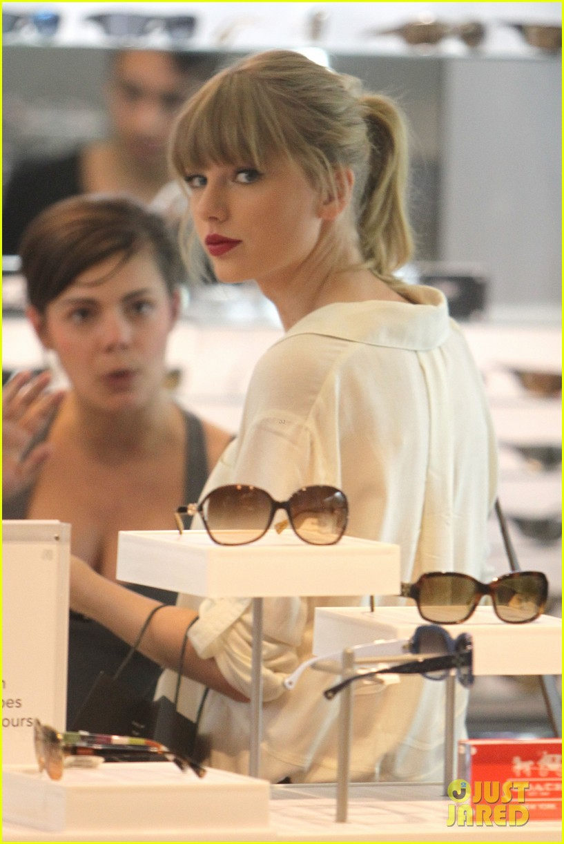 taylor swift shopping in sydney 02