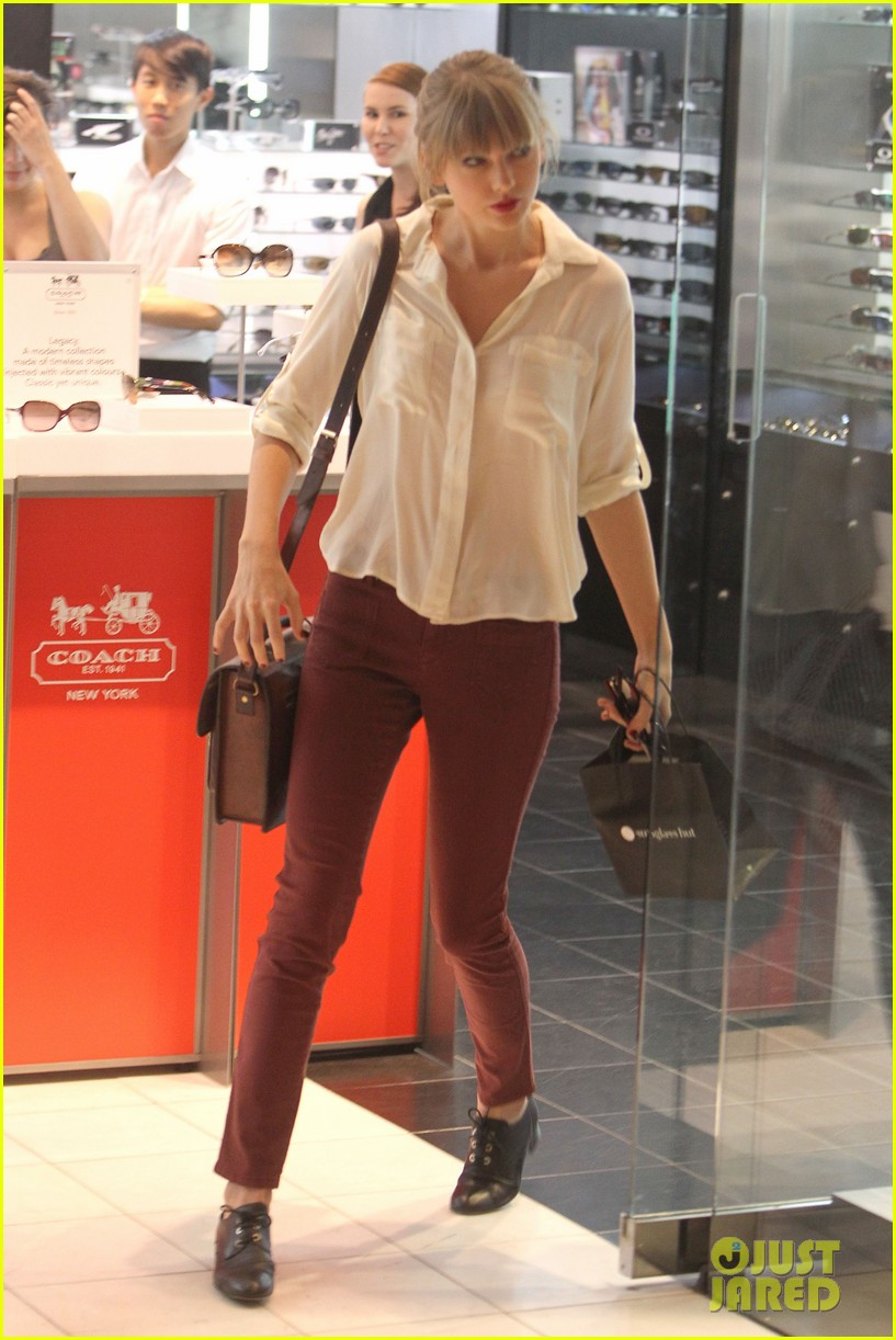 taylor swift shopping in sydney 09