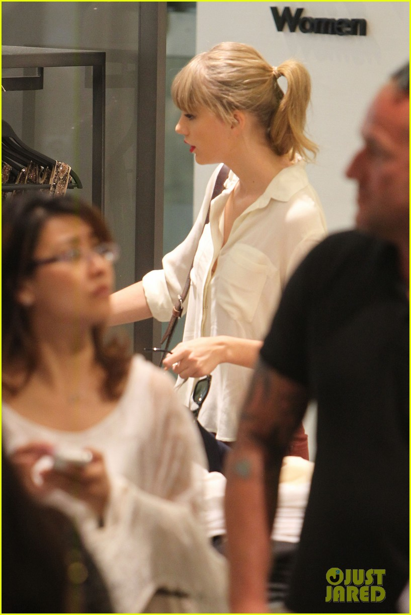 taylor swift shopping in sydney 13