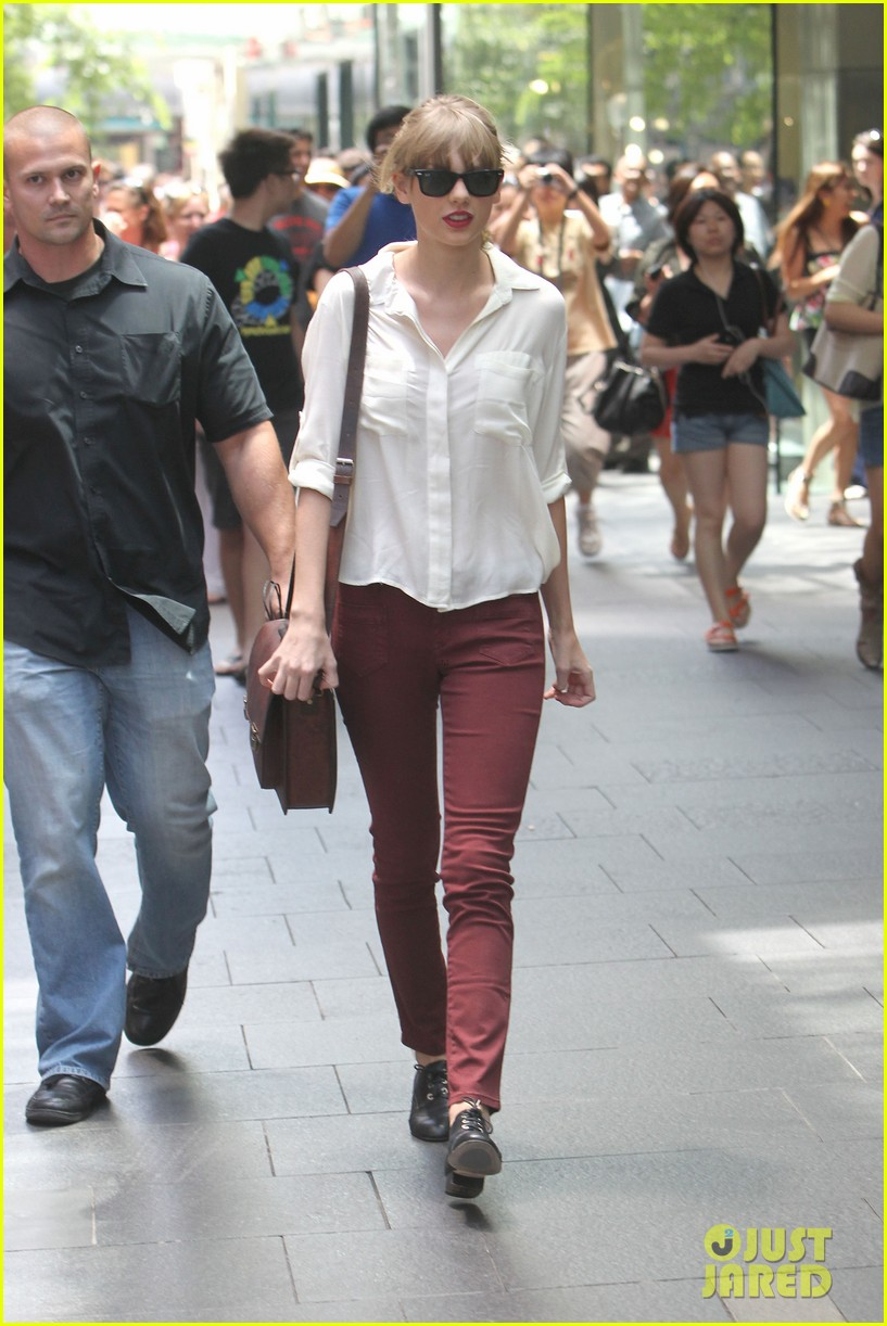 taylor swift shopping in sydney 17