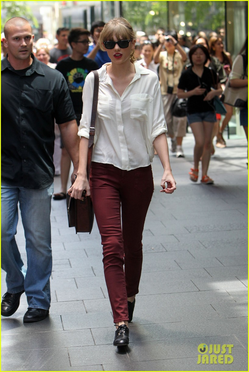 taylor swift shopping in sydney 30