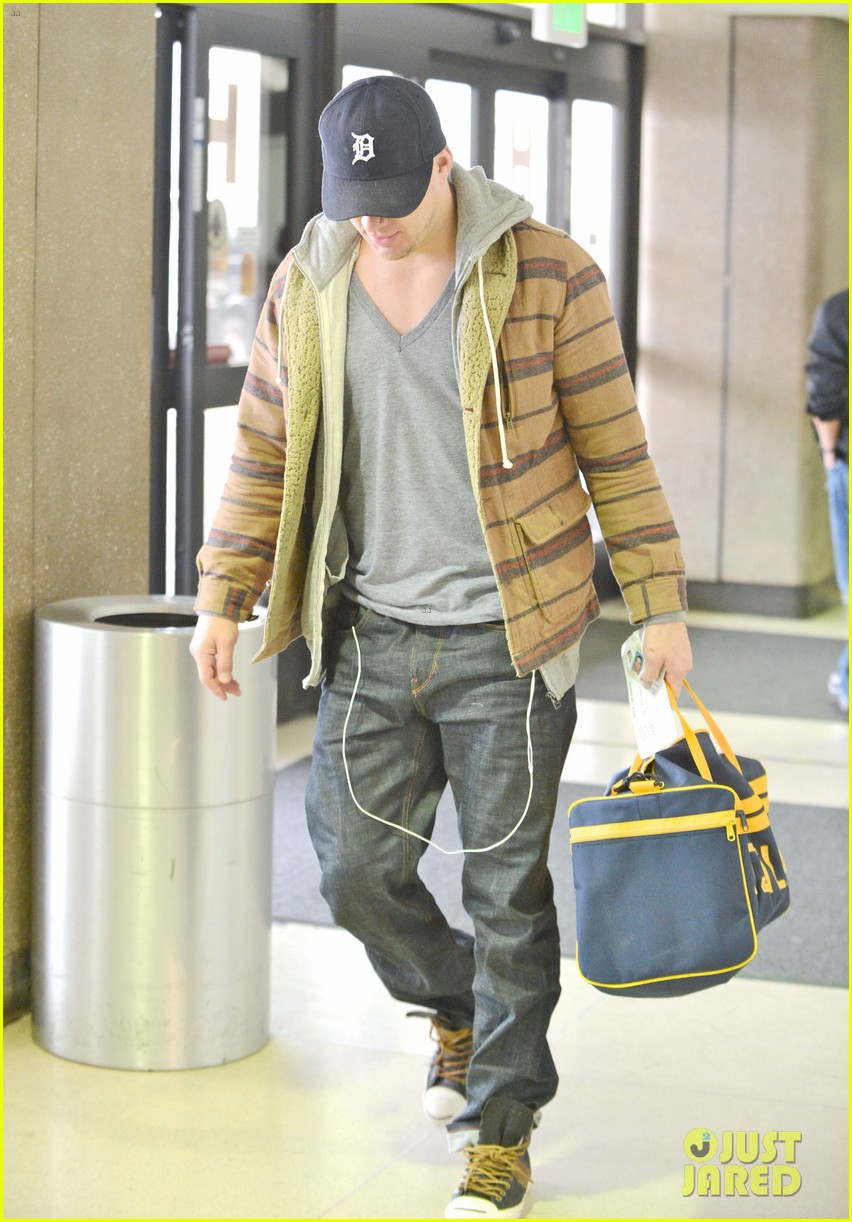 channing tatum flies out of los angeles 03