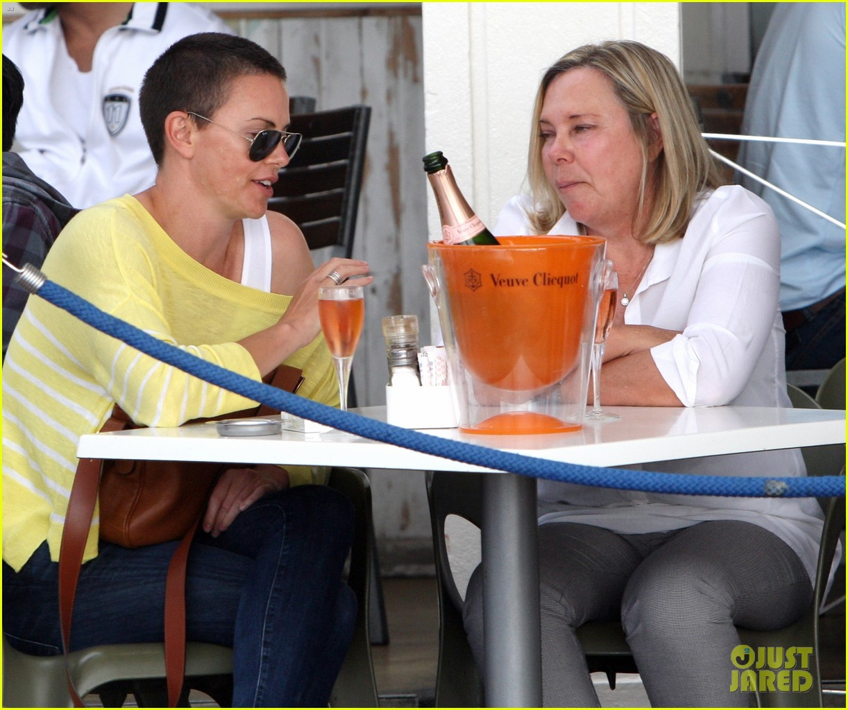charlize theron shaved head in south africa 03