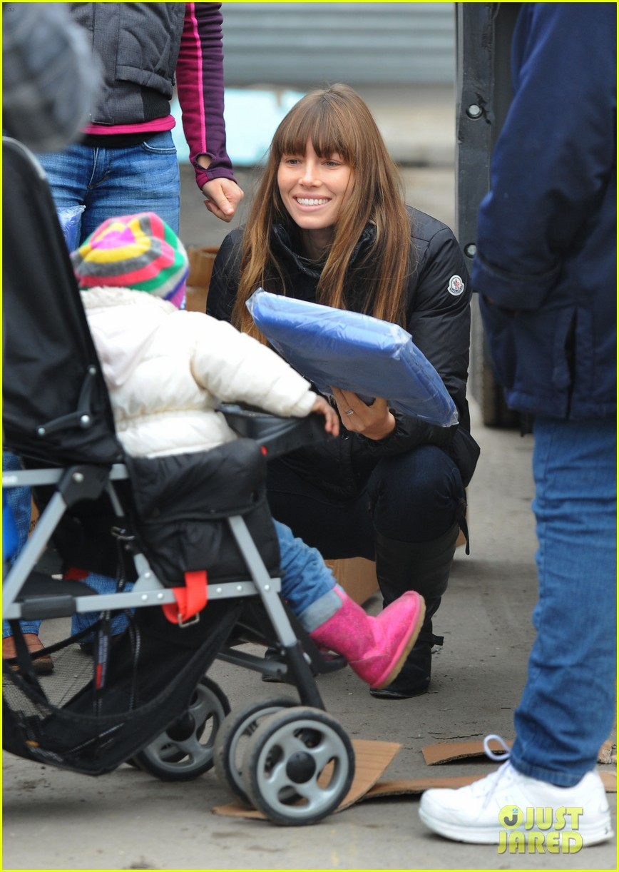 justin timberlake jessica biel hurricane sandy relief workers 16