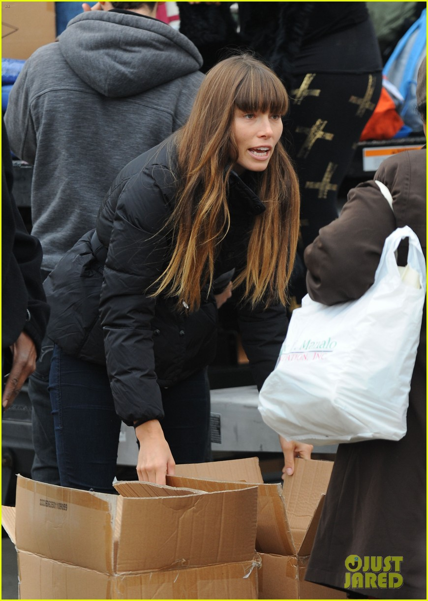 justin timberlake jessica biel hurricane sandy relief workers 27