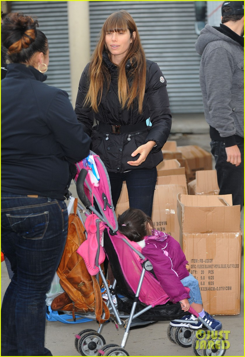 justin timberlake jessica biel hurricane sandy relief workers 28