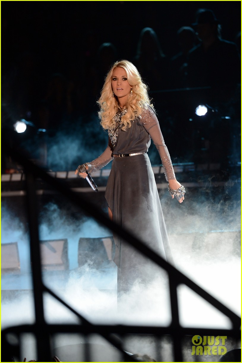 carrie underwood begin again live performance at cmas watch now 04