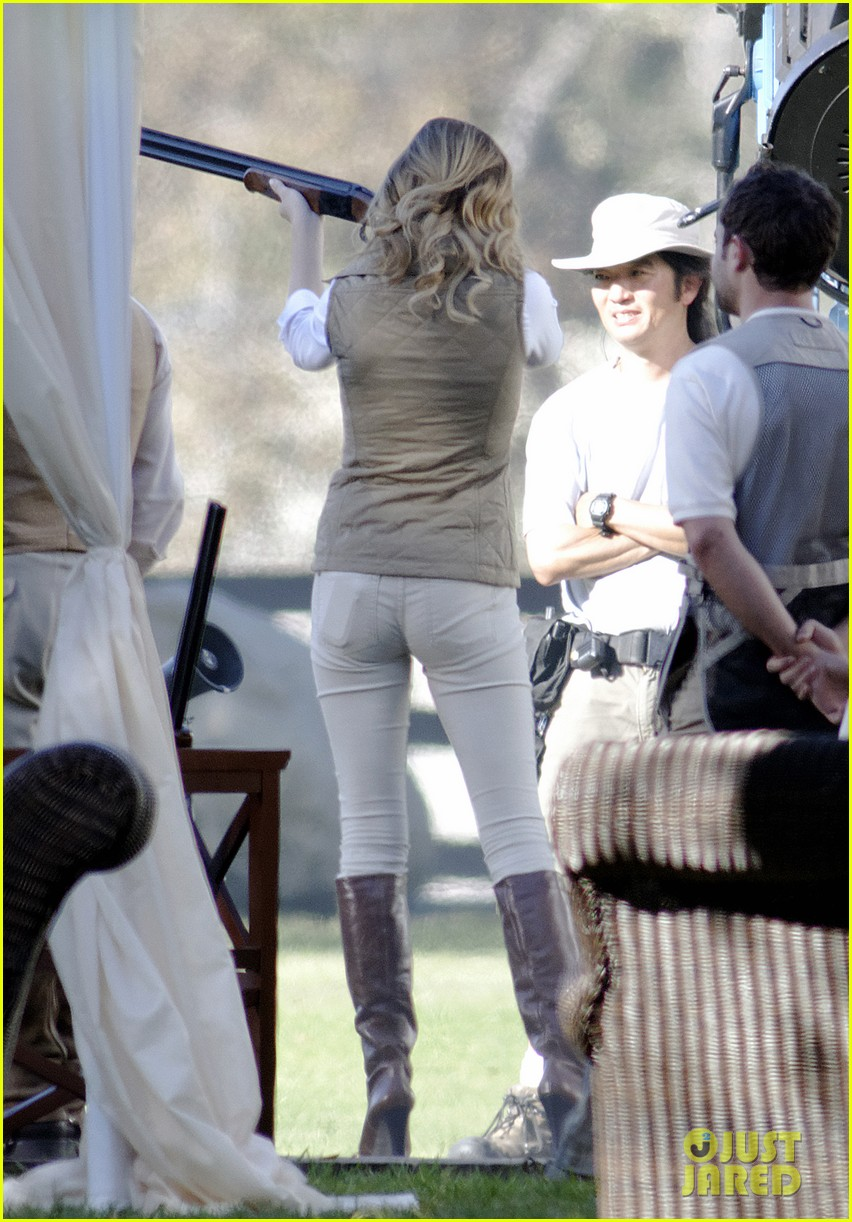 emily vancamp shoots rifle on revenge set 19