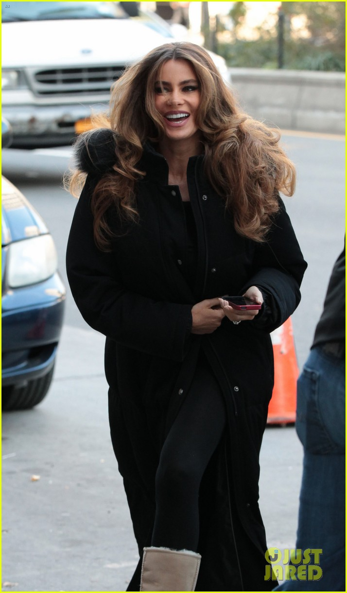 sofia vergara bundles up big apple 01