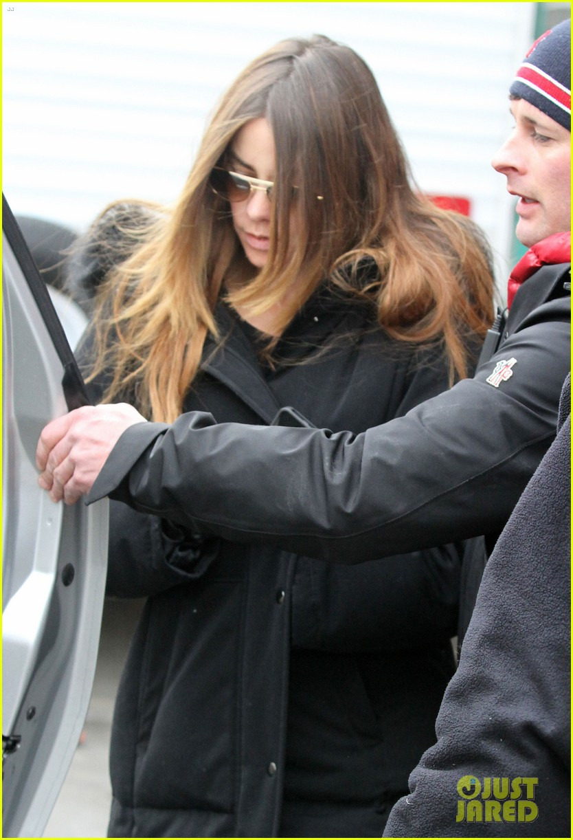 sofia vergara bundles up big apple 04