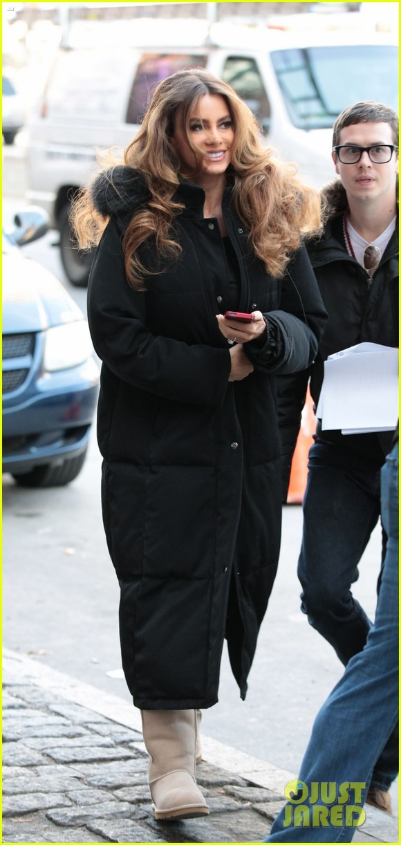 sofia vergara bundles up big apple 06