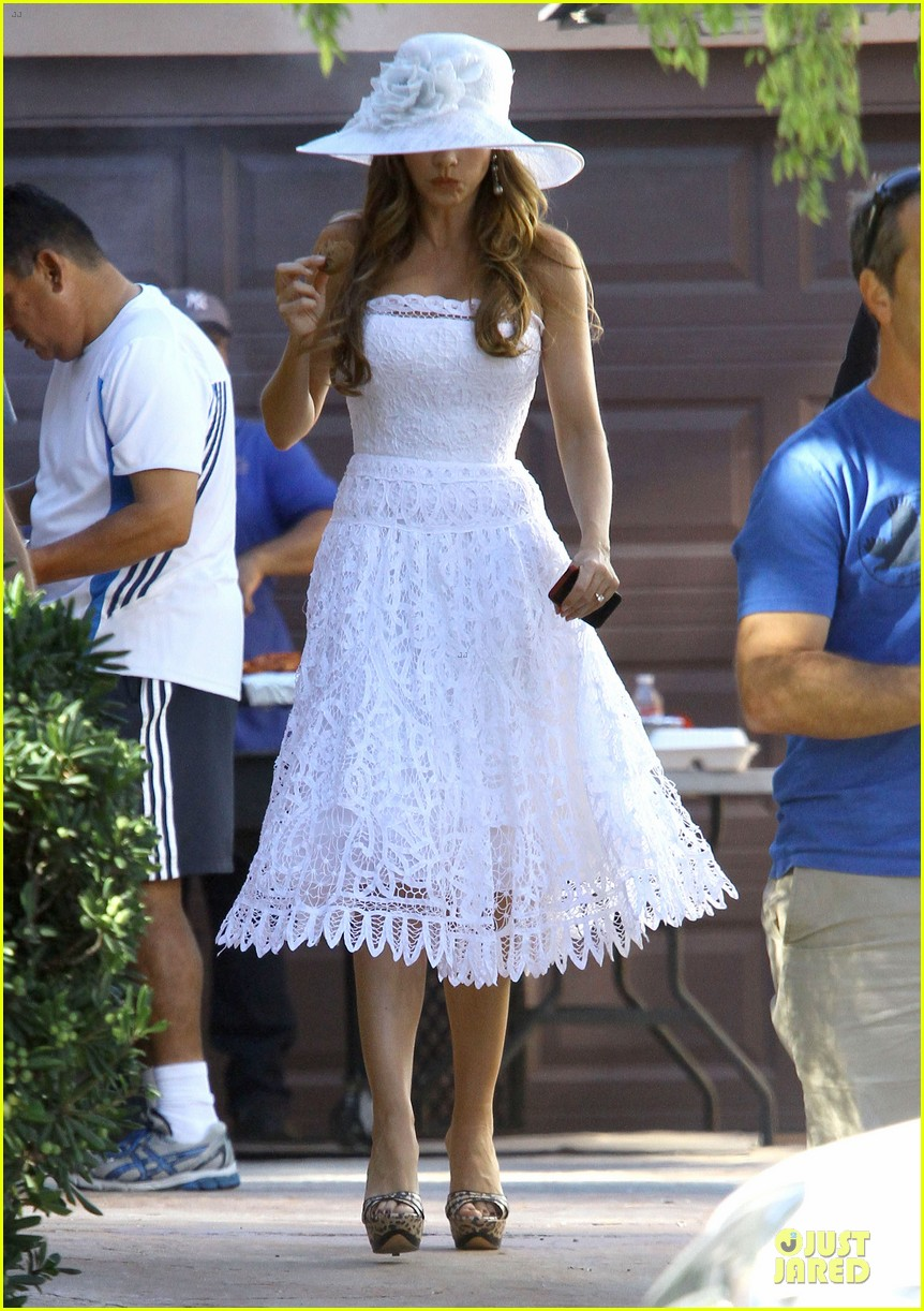 sofia vergara modern family cookie break 01