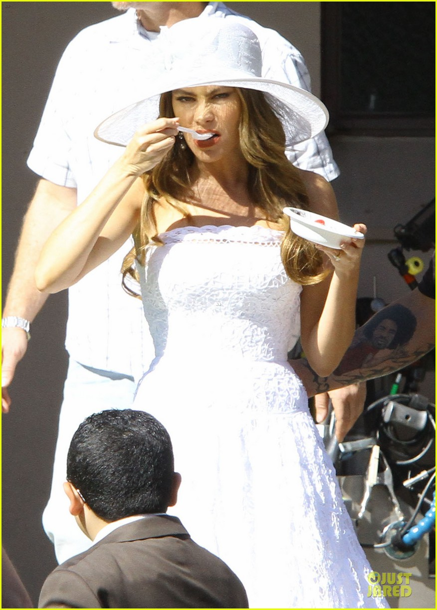 sofia vergara modern family cookie break 13