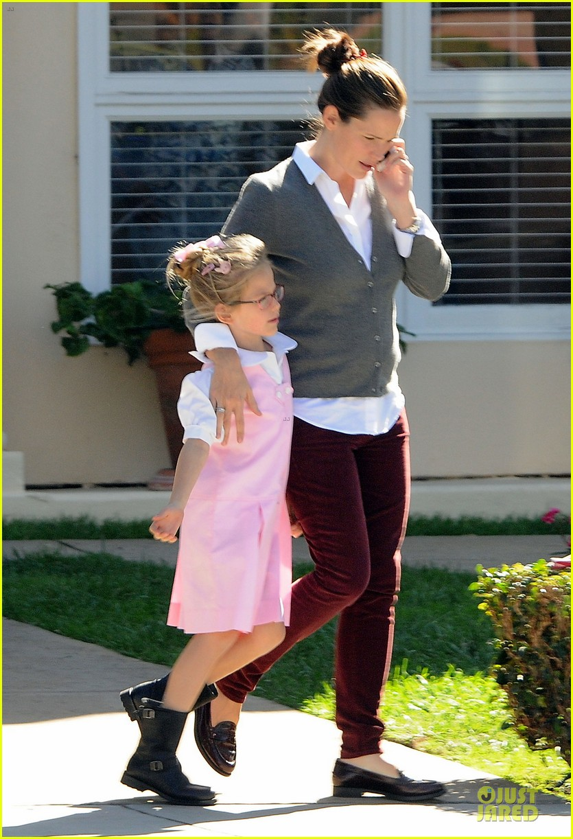 jennifer garner voting stop with violet 08