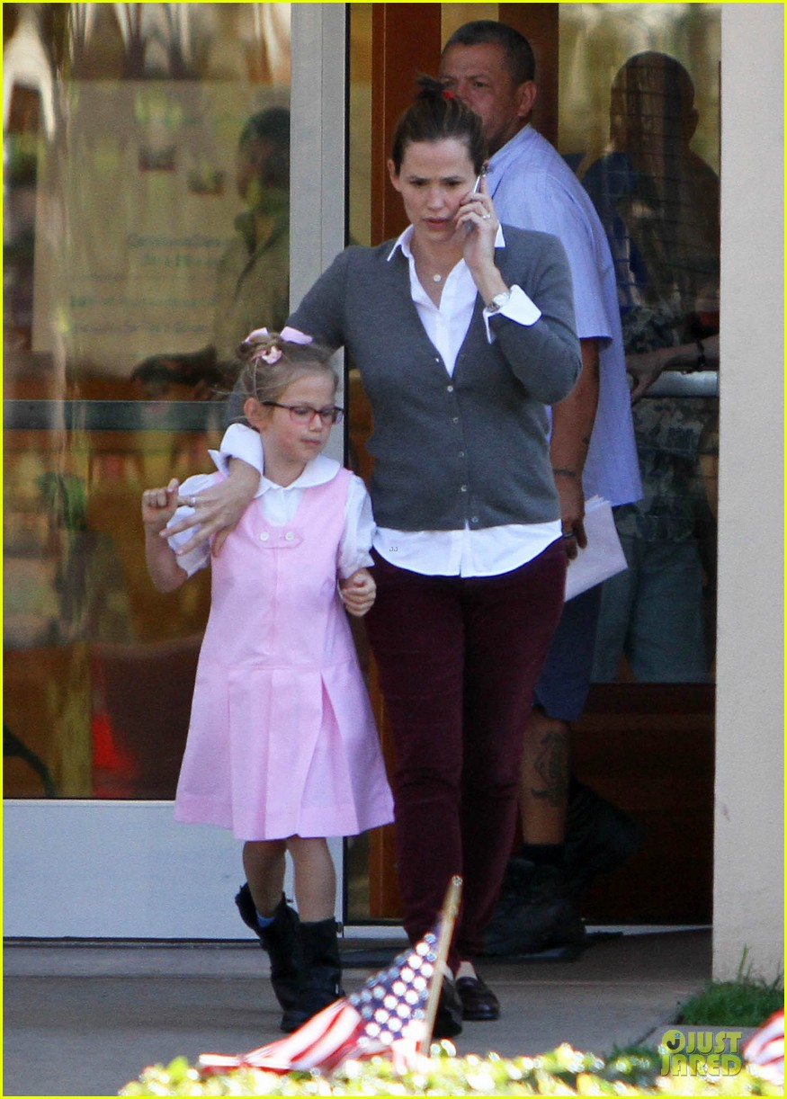 jennifer garner voting stop with violet 09