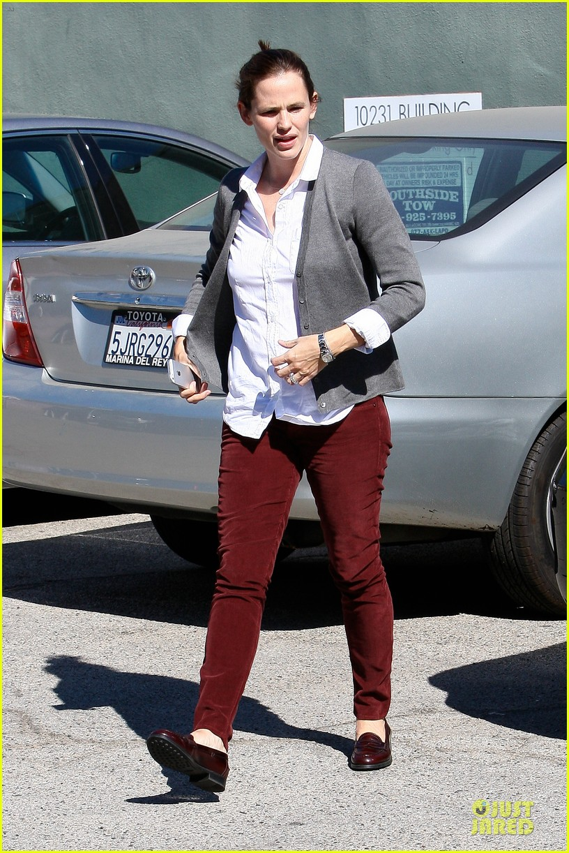 jennifer garner voting stop with violet 22