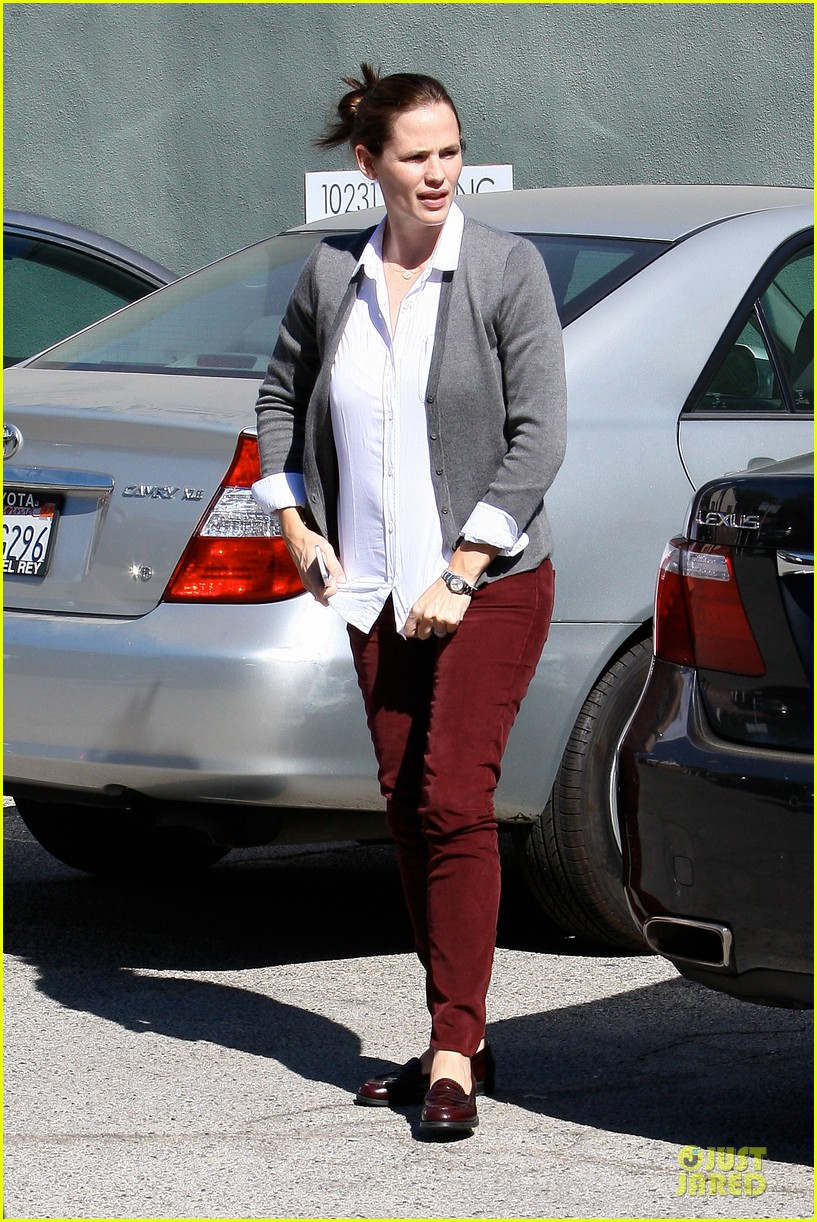 jennifer garner voting stop with violet 24
