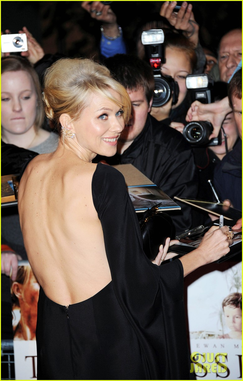 naomi watts backless dress at impossible premiere 02