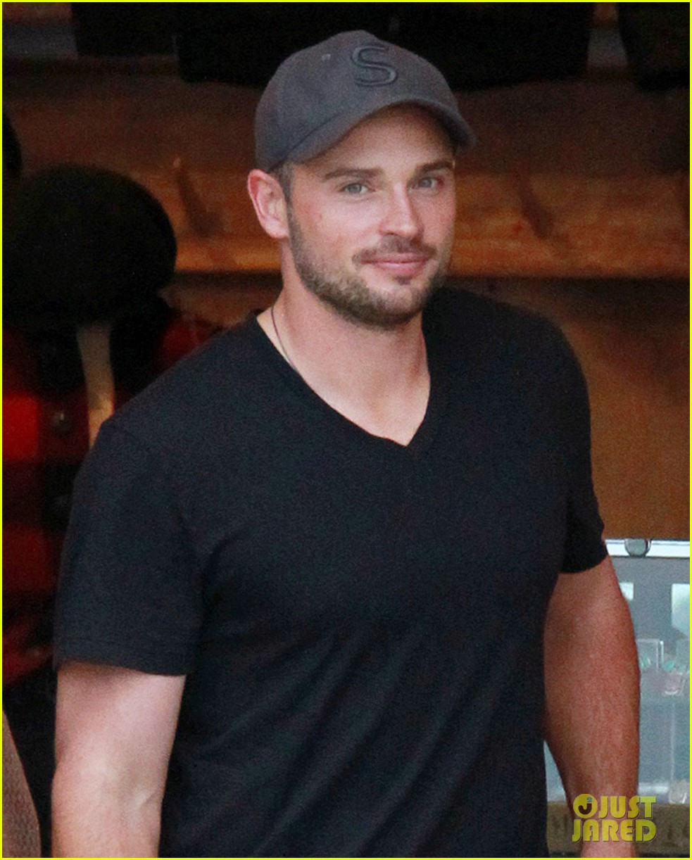 tom welling short buzz cut at rrl ralph lauren store 04