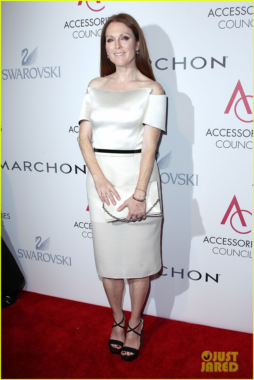 olivia wilde julianne moore ace awards new york city 01