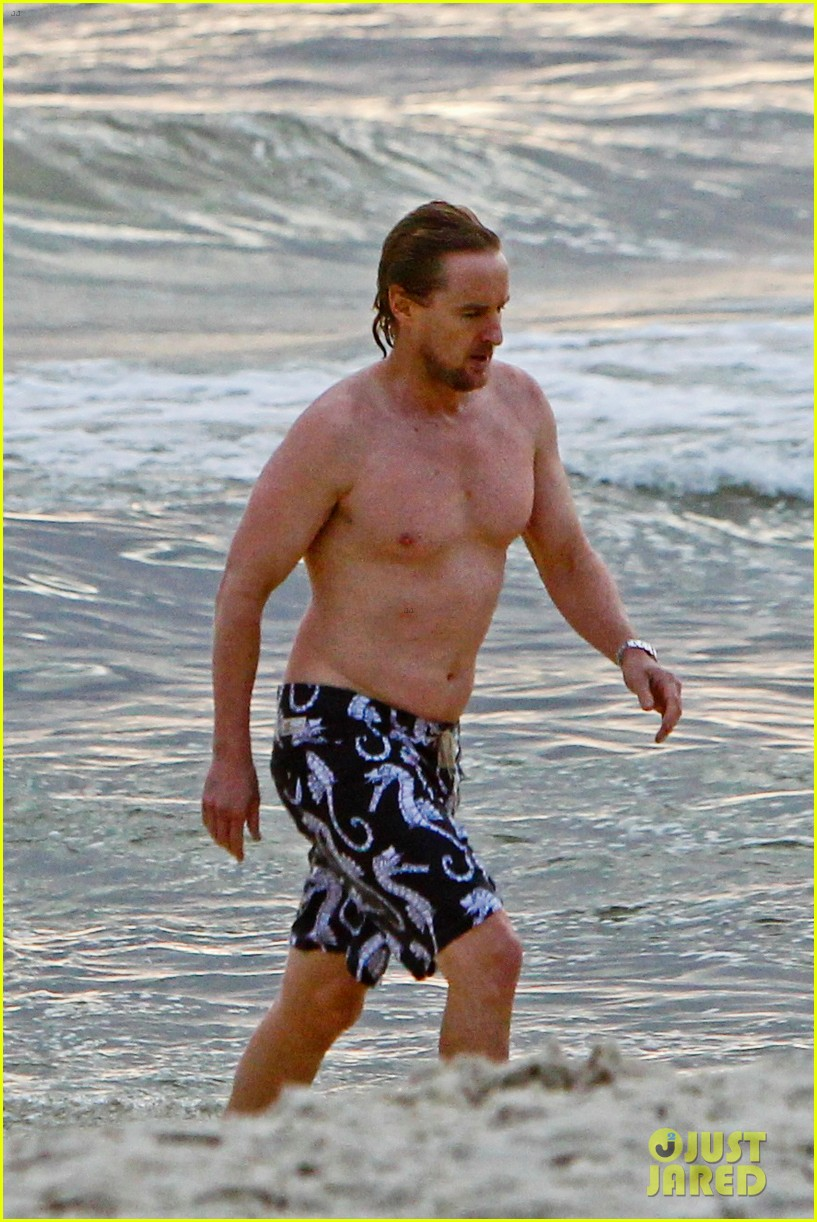 owen wilson shirtless in rio 03