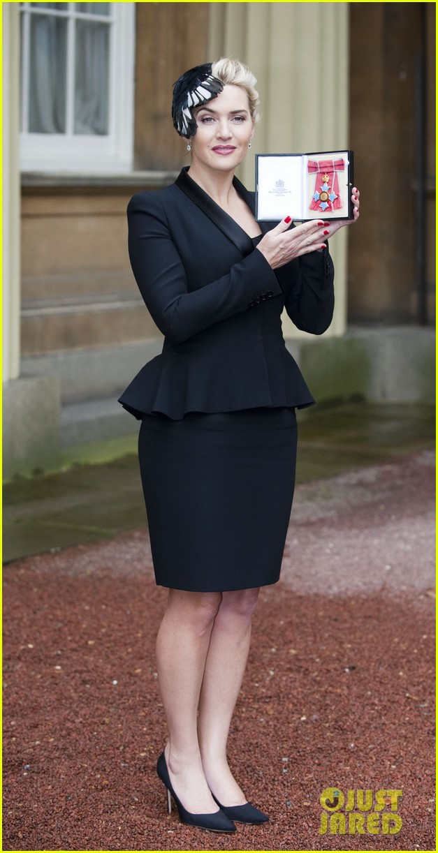 kate winslet receives cbe drama award at buckingham palace 01