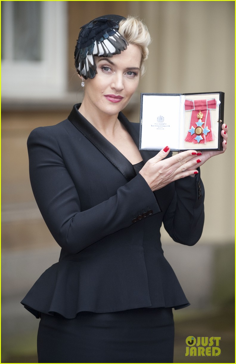kate winslet receives cbe drama award at buckingham palace 102762056