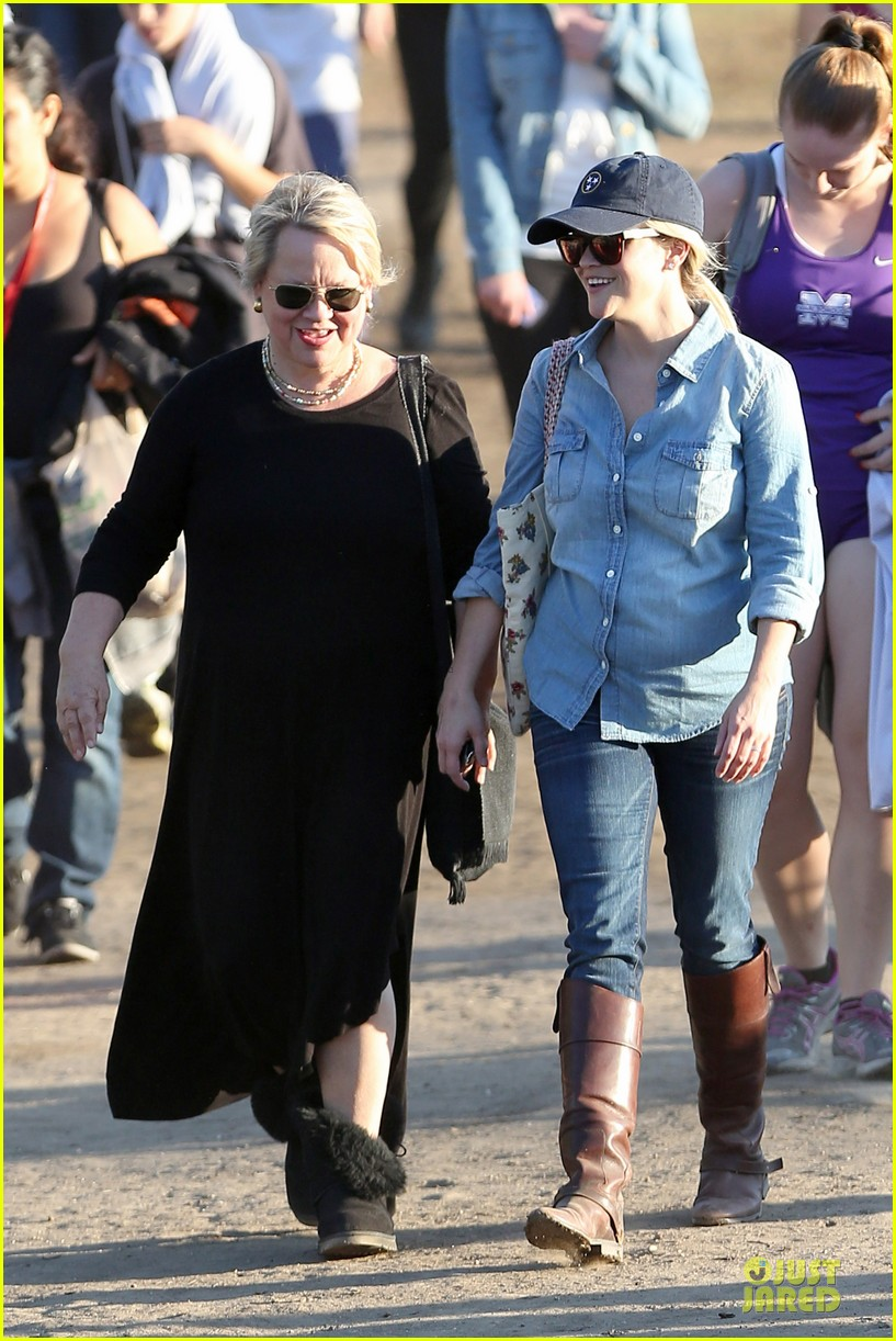 reese witherspoon avas track event with mother betty 042750137
