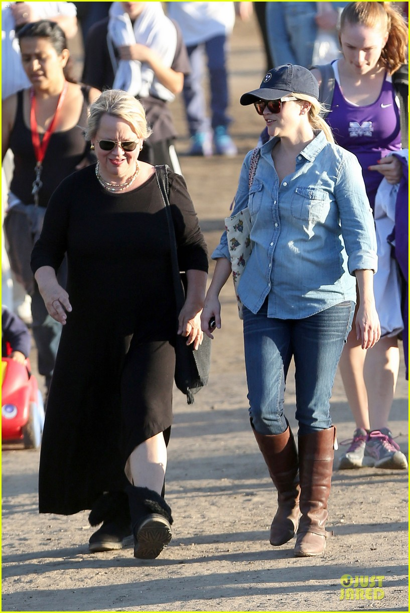 reese witherspoon avas track event with mother betty 182750151