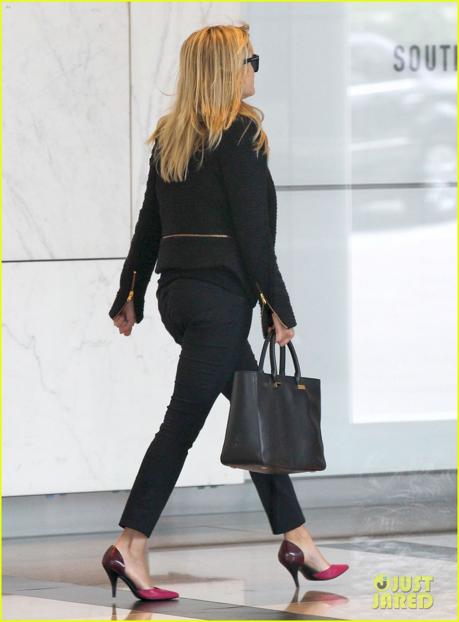 reese witherspoon afternoon business meeting 05