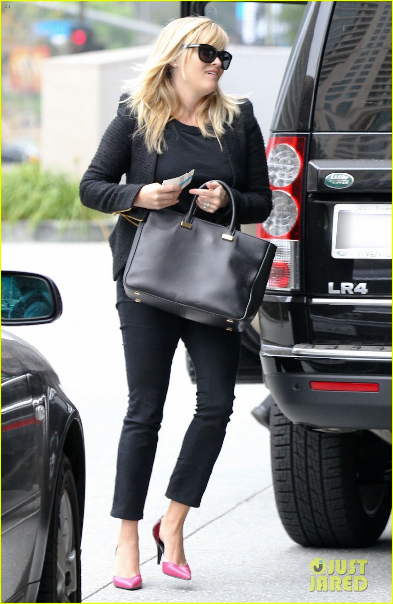 reese witherspoon afternoon business meeting 072758664