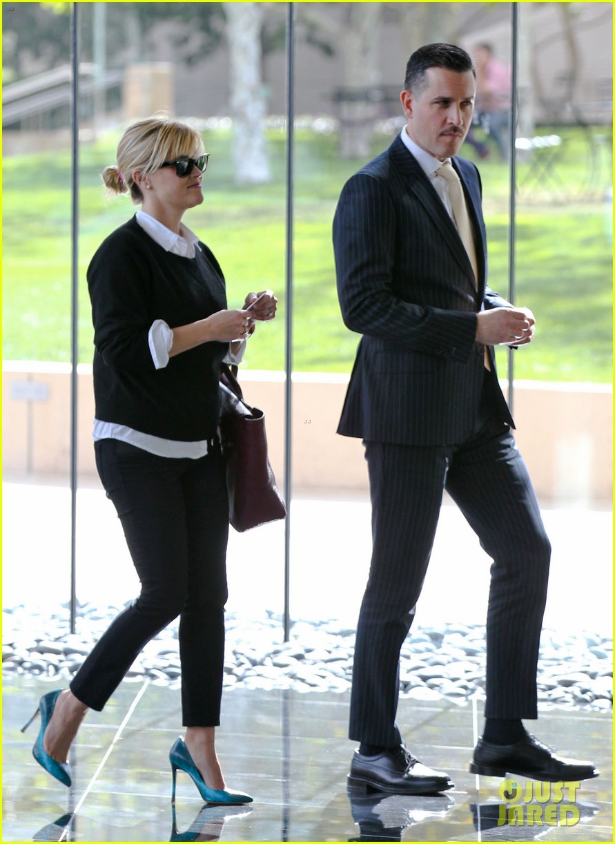 reese witherspoon visits hubby jim toth at the office 03